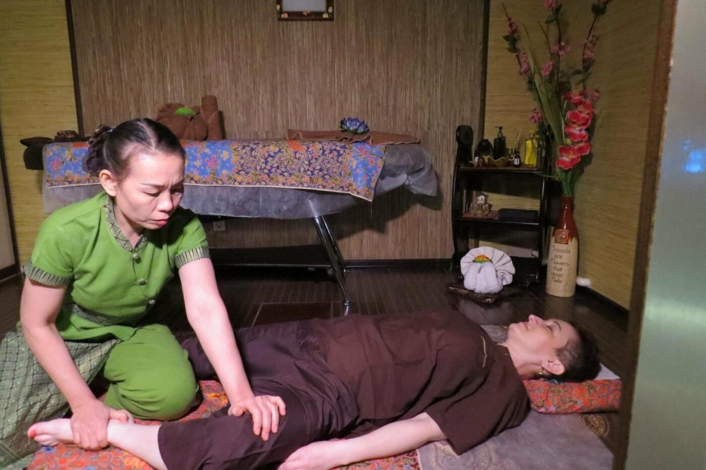 Сеанс тайского масссажа