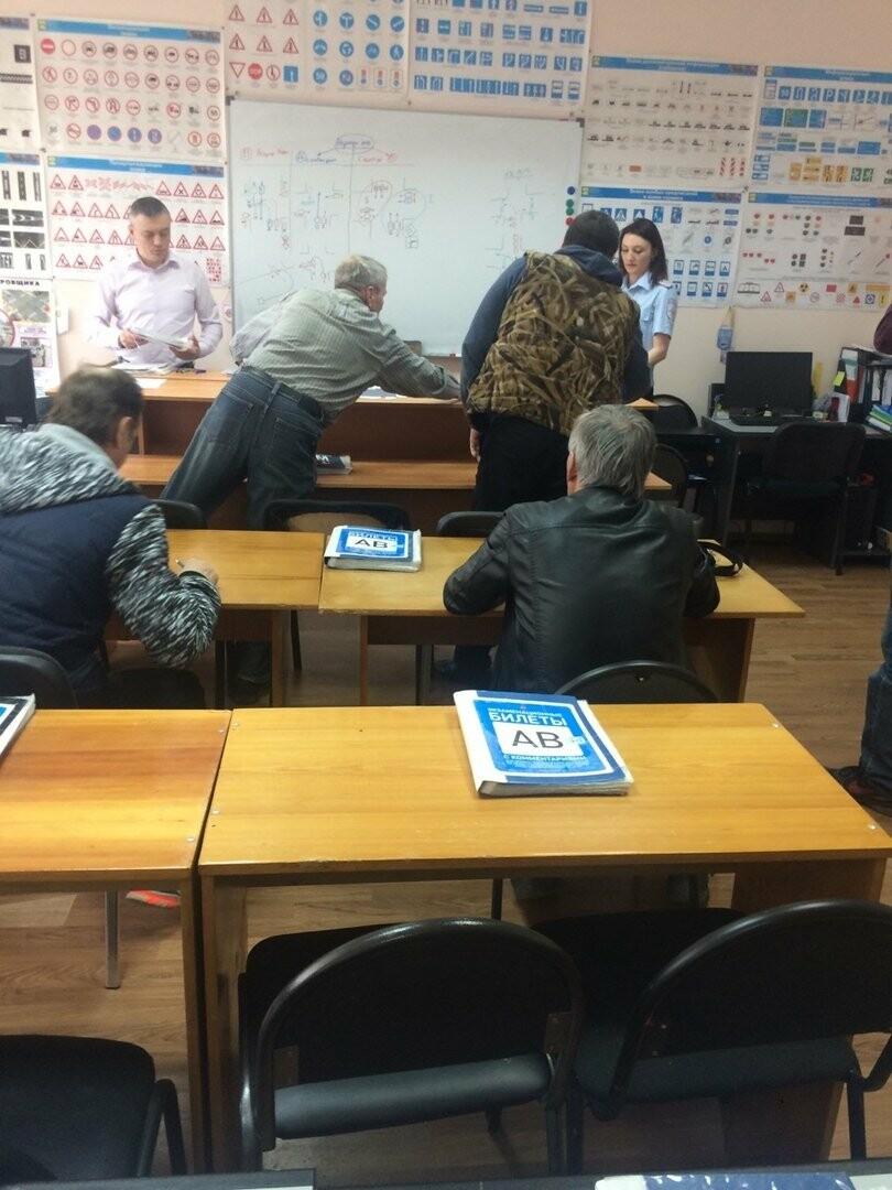 Проверка теоретических знаний ПДД - Фото предоставлено пресс-службой Госавтоингспекции по РК