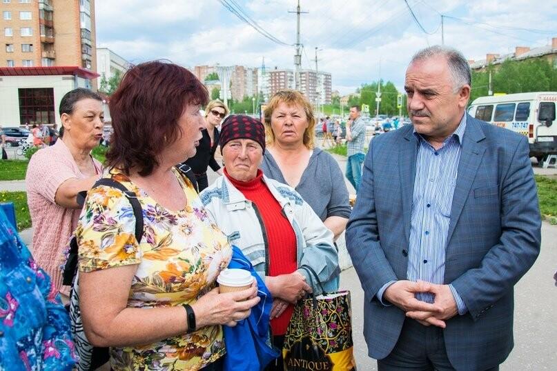 Общение мэра с уличными торговцами