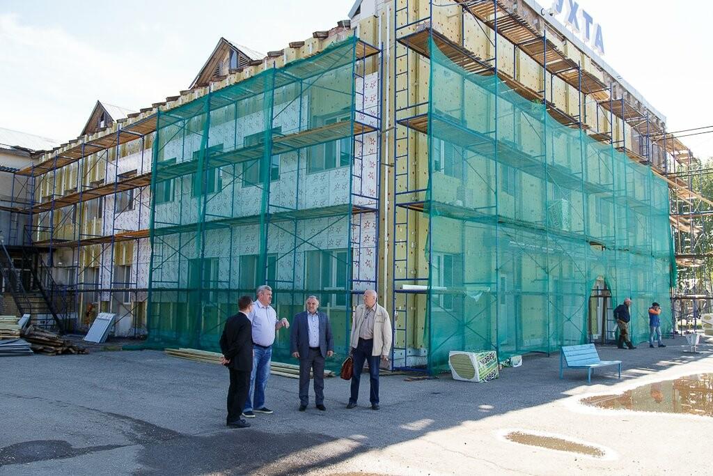 У здания городской больницы, Фото предоставлено пресс-службой   Администрации Главы Республики Коми