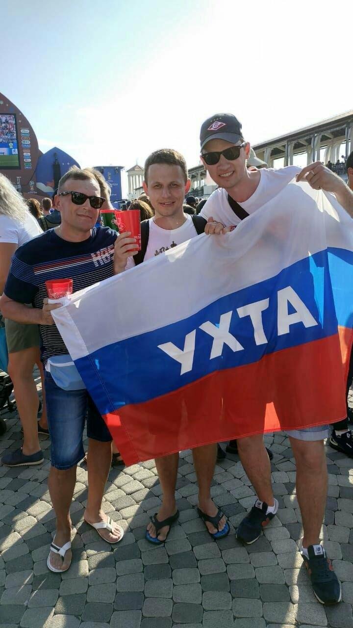 Ухтинец с другими фанатами болеет в фан-зоне Чемпионата мира по футболу 2018 года в причерноморском порту города Сочи