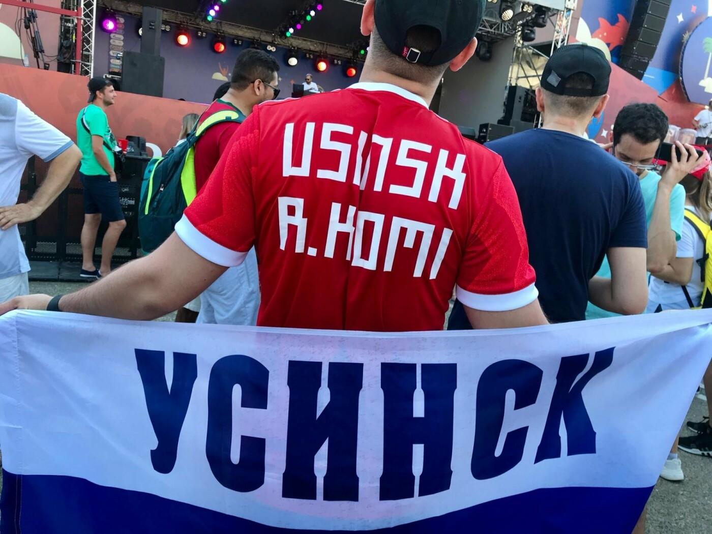 Представители Усинска поддерживают сборную страны на Чемпионате мира в России. Фестиваль болельщиков FIFA. Территория Южного мола морского порта города Сочи