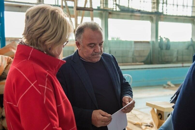 Руководство администрации Ухты на осмотре объекта, Фото предоставлено пресс-службой АМОГО «Ухта»