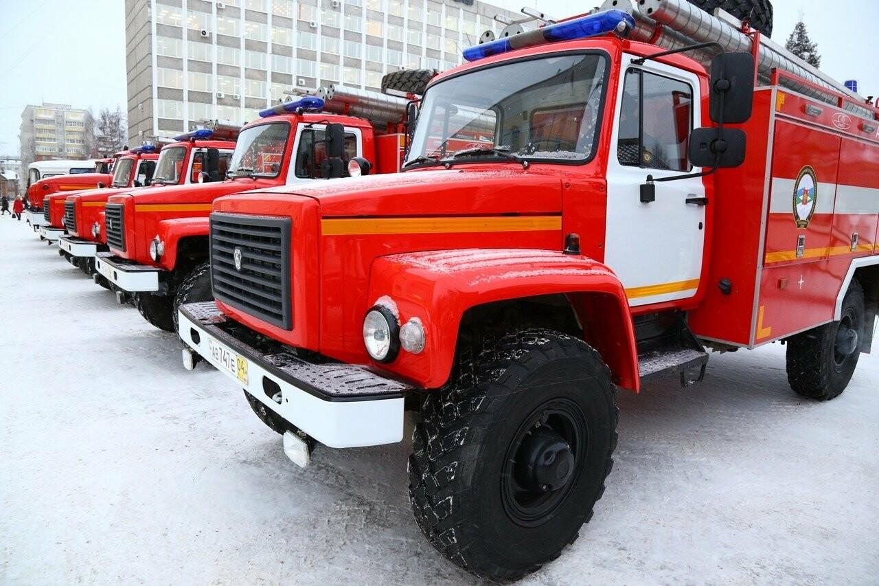 Осмотр новой техники передаваемой Комитету Республики Коми..., Фото предоставлено пресс-службой Управления противопожарной службы и гражданской защиты