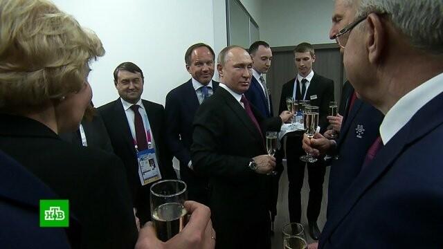 Путин за бокалом шампанского поблагодарил Авербуха за красочное открытие Универсиады-2019, фото-1