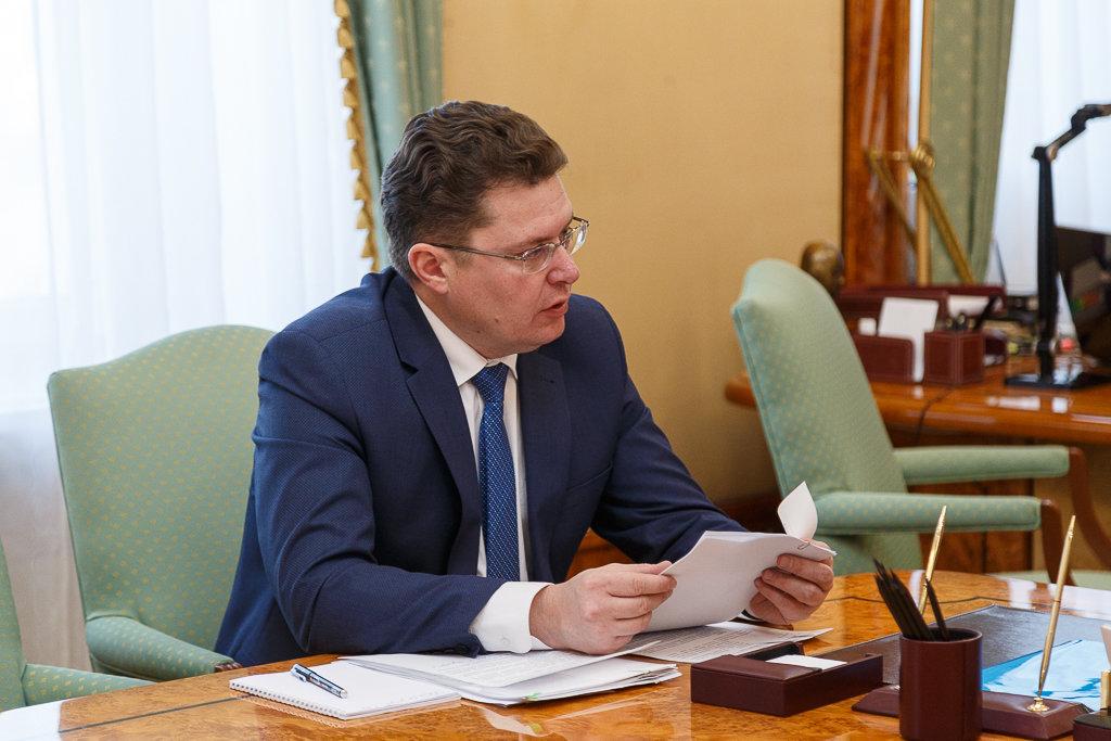 Доклад министра имущественных и земельных отношений региона А. В. Сажина Главе Республики Коми
